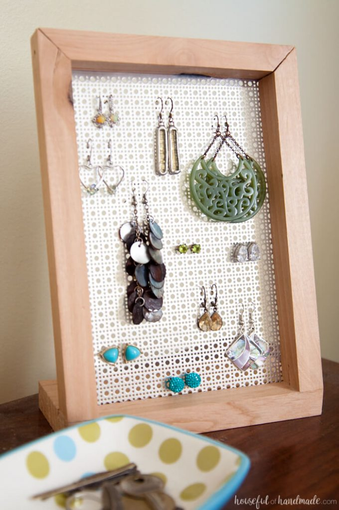 Stylish DIY jewelry Organizers - Easy DIY earring stand