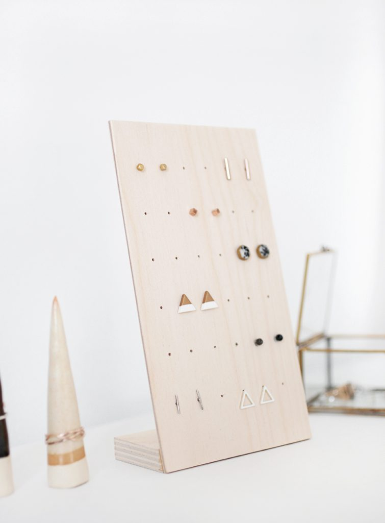 Stylish DIY jewelry Organizers - minimalist DIY earring holder